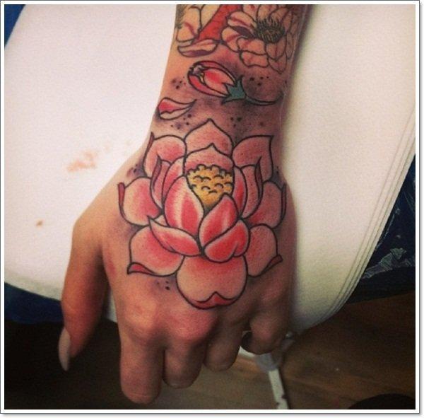 Tatuagens nas mãos flor de lotus Desabrochando