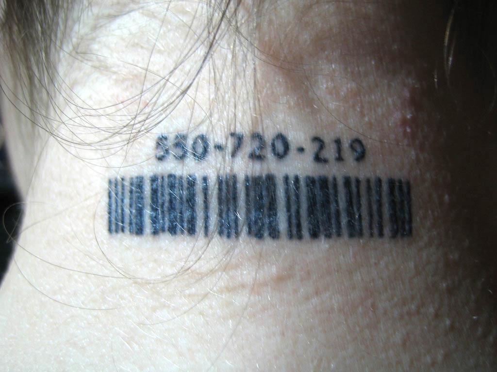 tatuagem-codigo-de-barras-pescoco