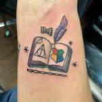 significado de tatuagens de livros harry potter