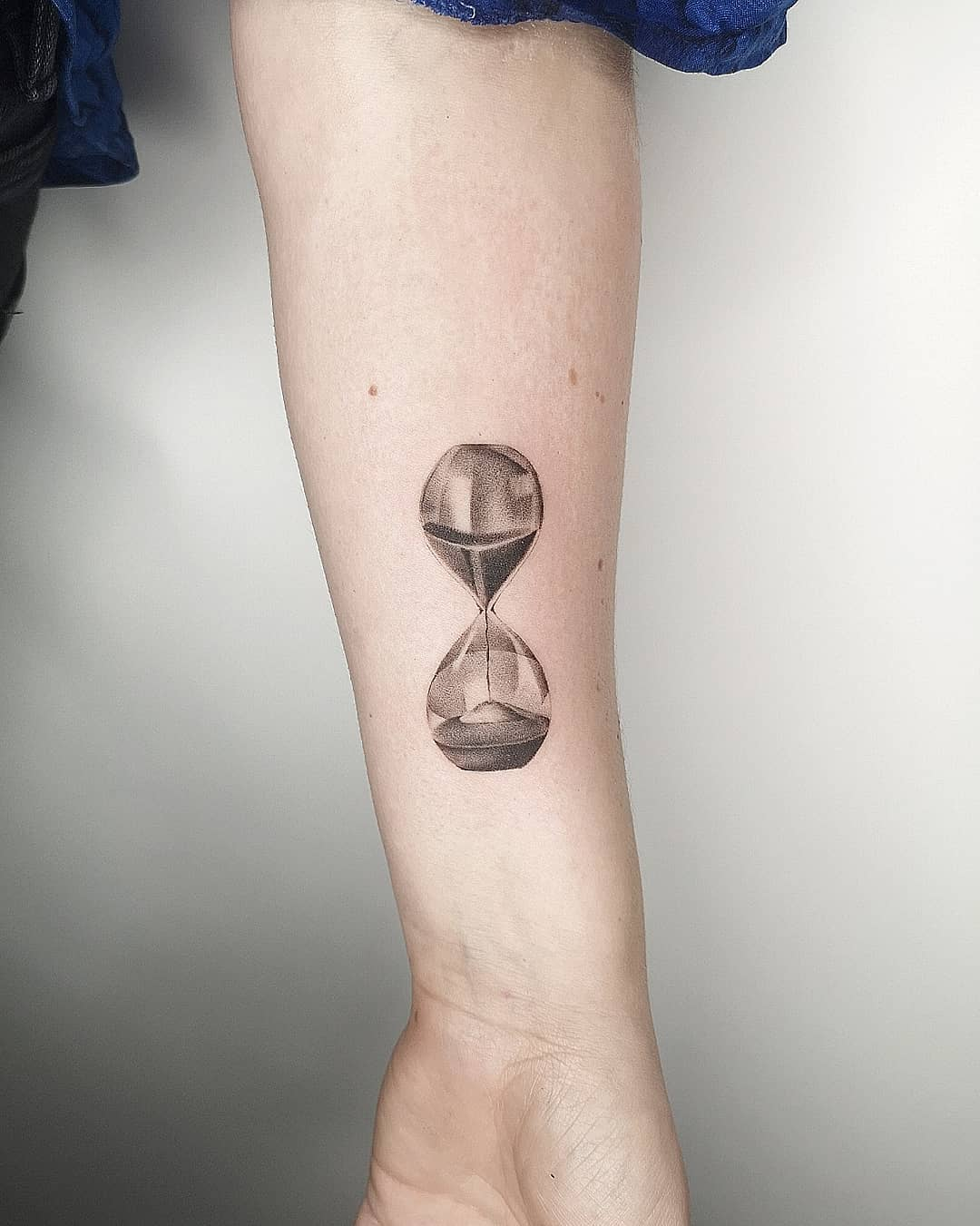 Hourglass Tattoo Meaning   BlendUp Tattoo Meanings